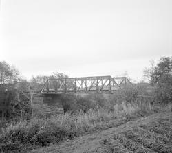 Fresti bro på nedlagte Tønsberg-Eidsfossbanen.