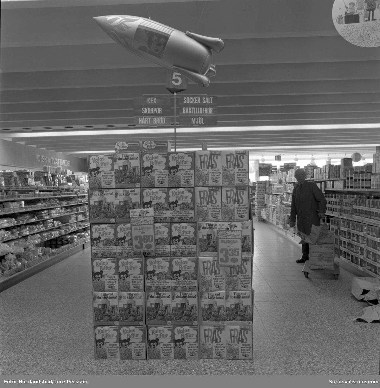Interiörbilder från ICA-butiker i Sundsvallsområdet. Troligen Kvissleby och Nolby.