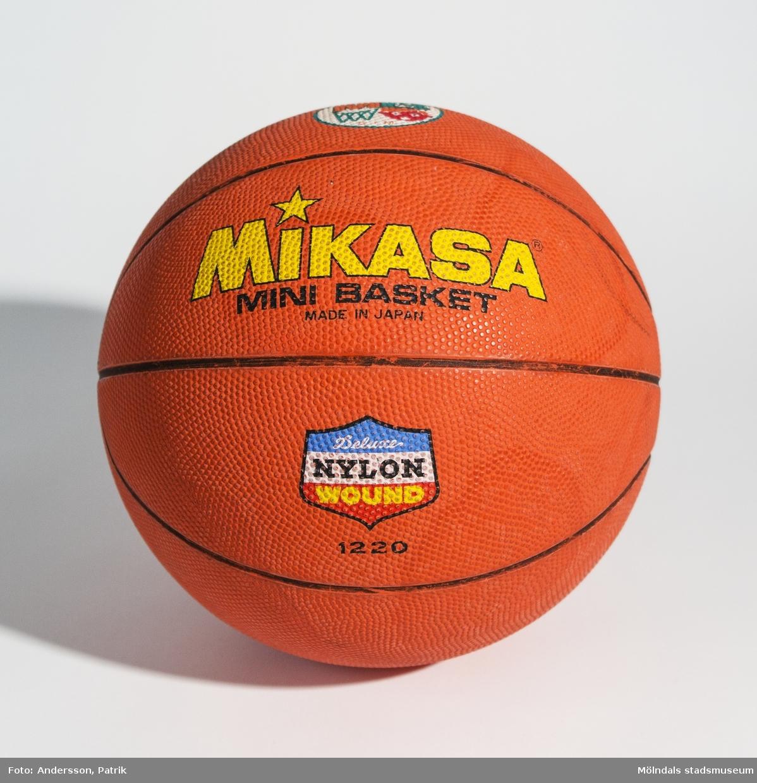 En utav två basketbollar använda på Ryet Skolan i Mölndal.