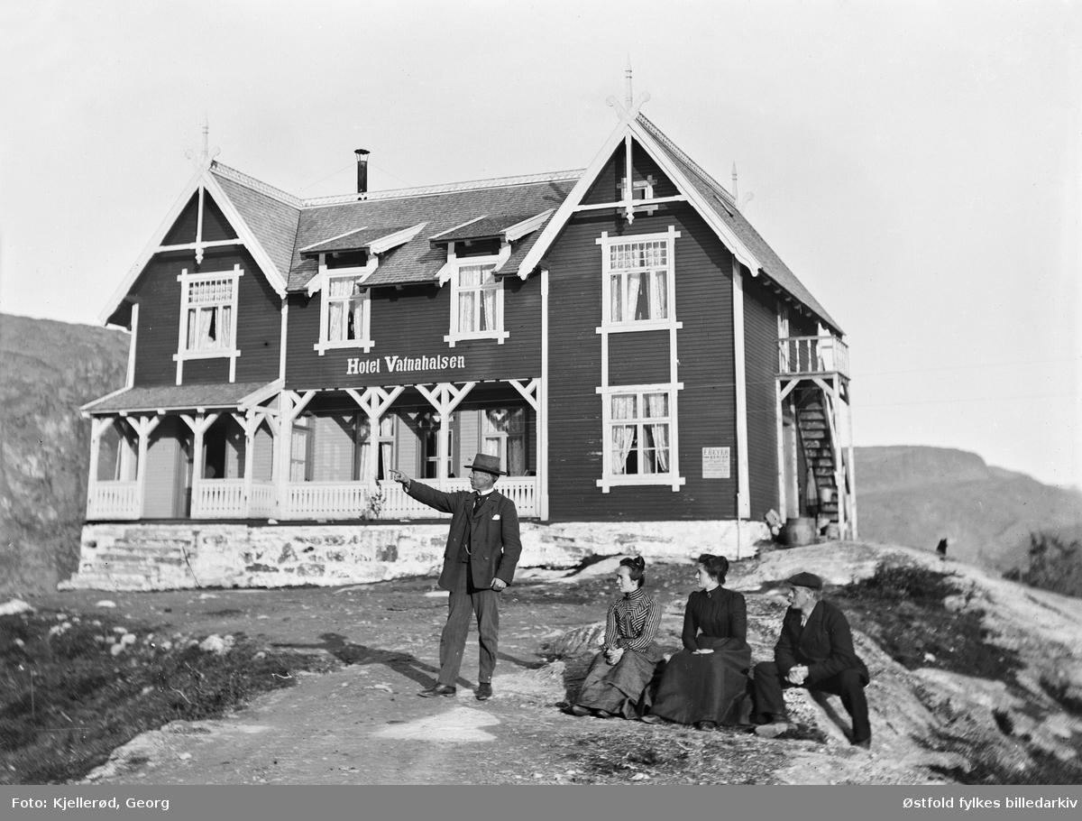 Hotel Vatnahalsen, MYrdal ved Bergensbanen.   Vatnahalsen Høyfjellshotell er eit hotell i Aurland kommune. Det ligg i nærheten av Myrdal stasjon på Bergensbanen og Vatnahalsen holdeplass på Flåmsbana.  Hotellet ble opprinnelig bygd som et sanatorium i drakestil i 1896. Men ble drevet som hotell.