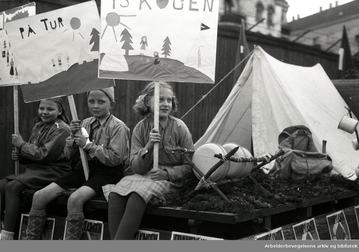 1. mai 1948, Oslo Framlag. Parole: På tur i skogen.