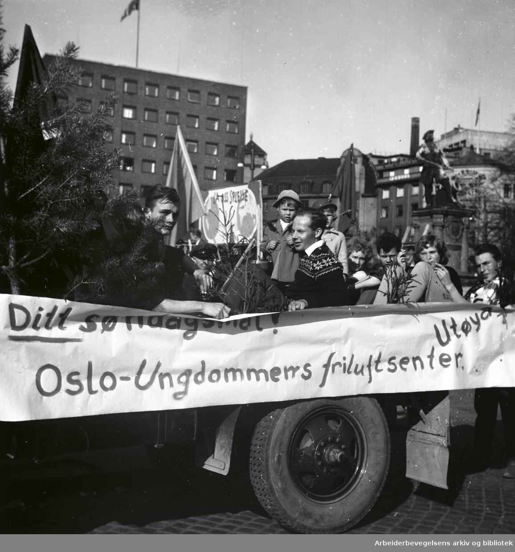 1. mai 1956 i Oslo.Ditt søndagsmål!.Oslo-Ungdommers friluftssenter.Utøya..