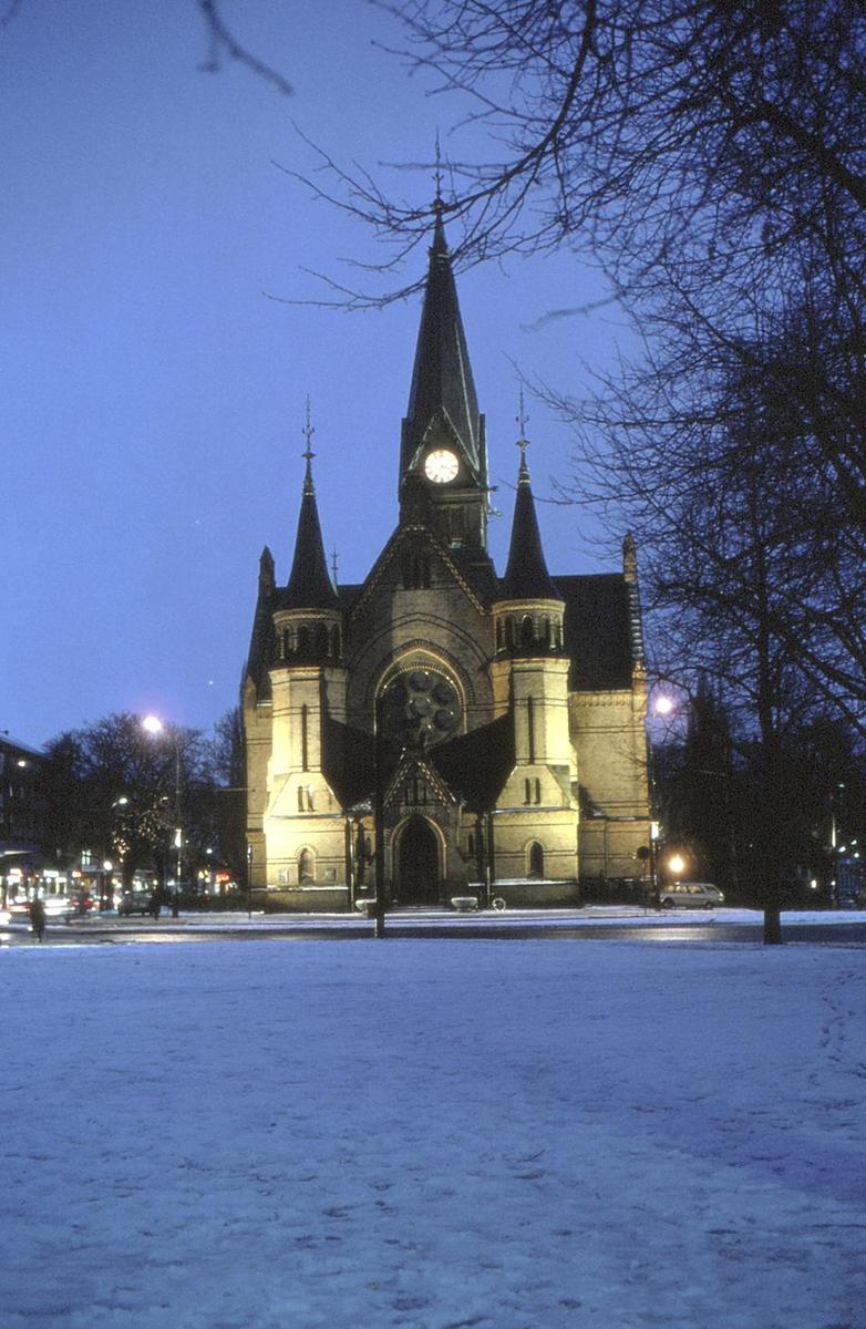 Sagene kirke en vinter ettermiddag.