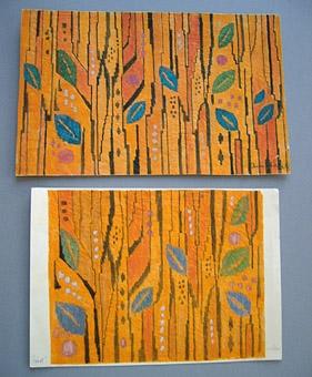 """Förlagor till flamskväv och draperi i HV-teknik. 1960-tal. Mönstret heter HÖST. Komponerat av Anna Hådell. WLHF-1023 """"Grenverk"""" )3 st färgskisser - Vattenfärg på papper, limmat på kartong. Stiliserade grenar i brunsvart med blad. WLHF-1022:1 - Skiss med orange botten, blad i grönt och blått. Signerad: """"Anna Hådell"""". Vävd för kommundata Stockholm. Mäter 21x33 cm. WLHF-1022:2 - Orange, som :1 men något blekare färger. Storlek 125x225 ca. Mäter 20,5x30 cm. WLHF-1022:3 - Grön botten med gula blad. Signerad: """"Höst A Hådell"""". Påskrift: """"Draperi i HV-teknik."""