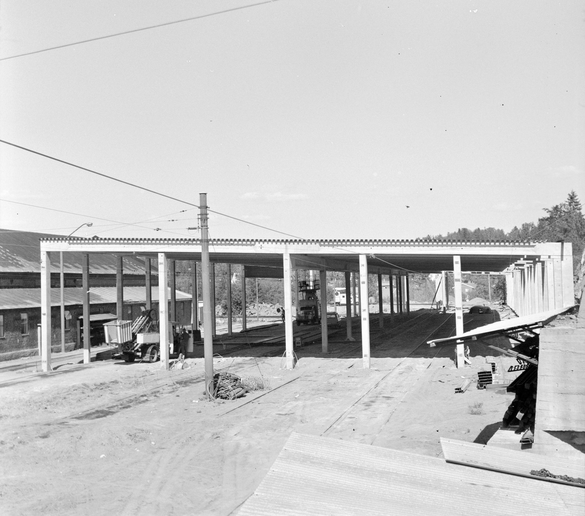 Bygging av vognhall på Avløs på Bærumsbanen