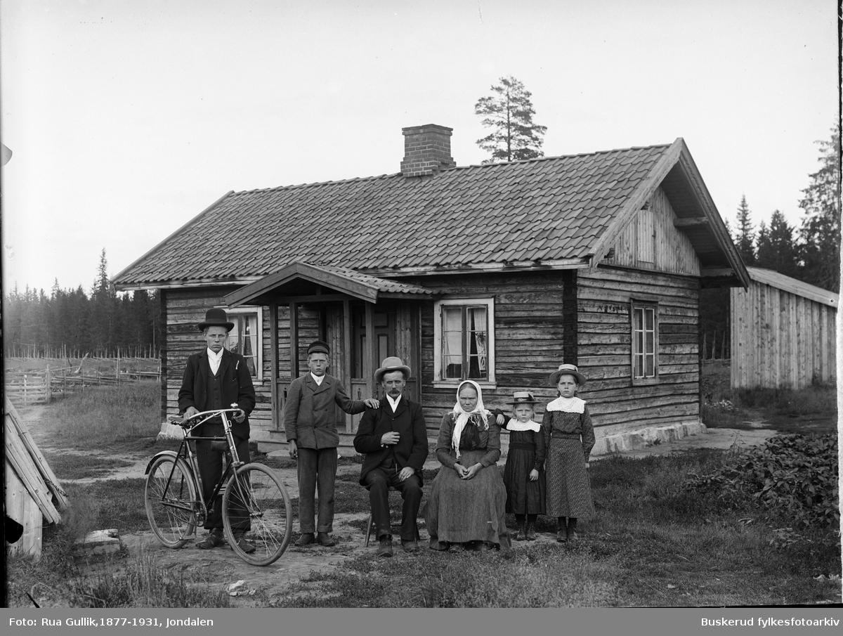 Sigvart Furuholdt på Gardemoen Familiegruppe med mor og far og fire barn 1903
