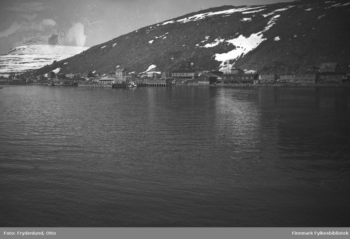Havøysund fotografert fra sjøsiden våren 1949
