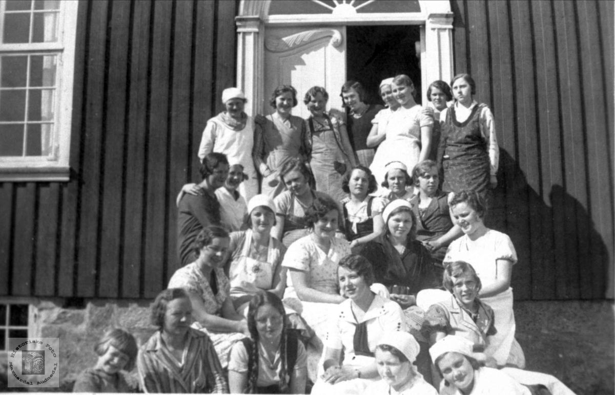 Elever ved matstellkurs på Høgtun