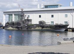 Musei robotbåten HMS VÄSTERVIK förankrad intill Marinmuseum.