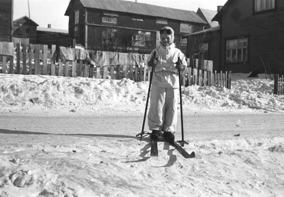 Øystein Hauge på skitur i Vadsø. Nøyaktig sted i byen er ukjent.