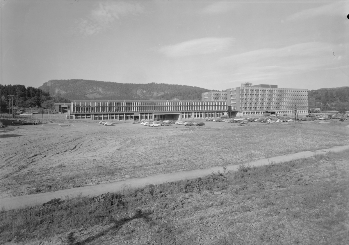 Arkitekturfoto av Elektrisk Bureaus fabrikk på Billingstad i Asker.