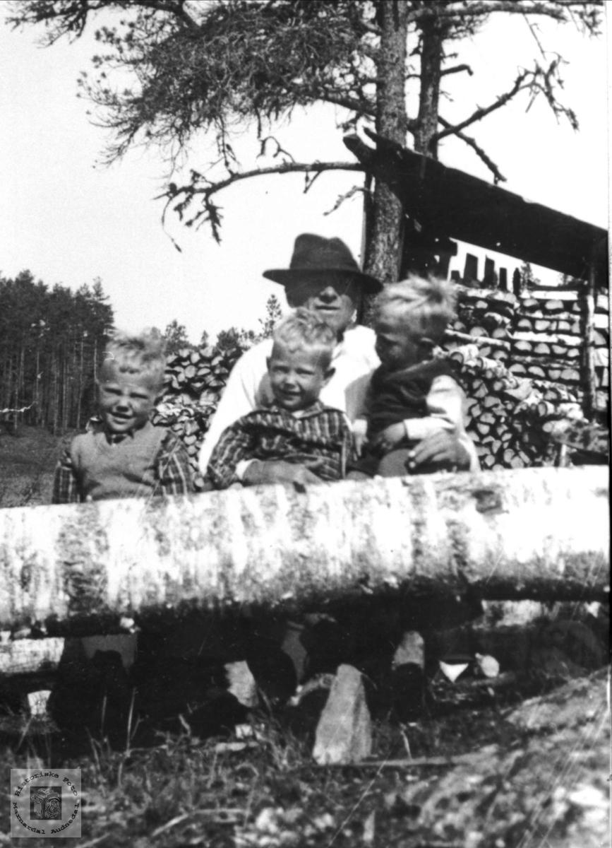 Beint Stedal og barnebarn.