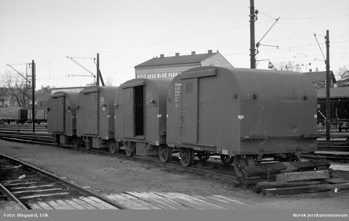 Godstilhengervogner for motorvogn, litra Gx nr. 1456, fremst, på Hamar stasjon