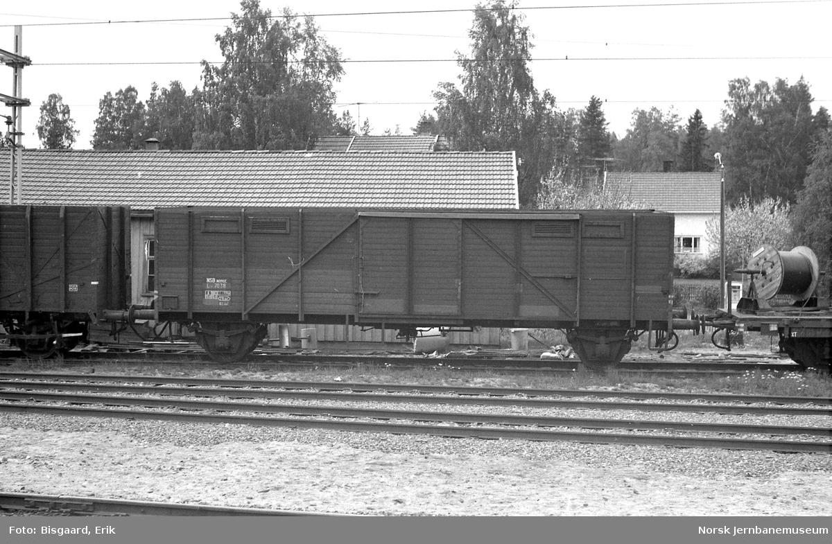 Flisvogn litra Lt4 nr. 7038 på Vikersund stasjon