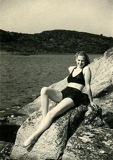 Sommaren 1940? Birgit poserar på Ösöklippan.