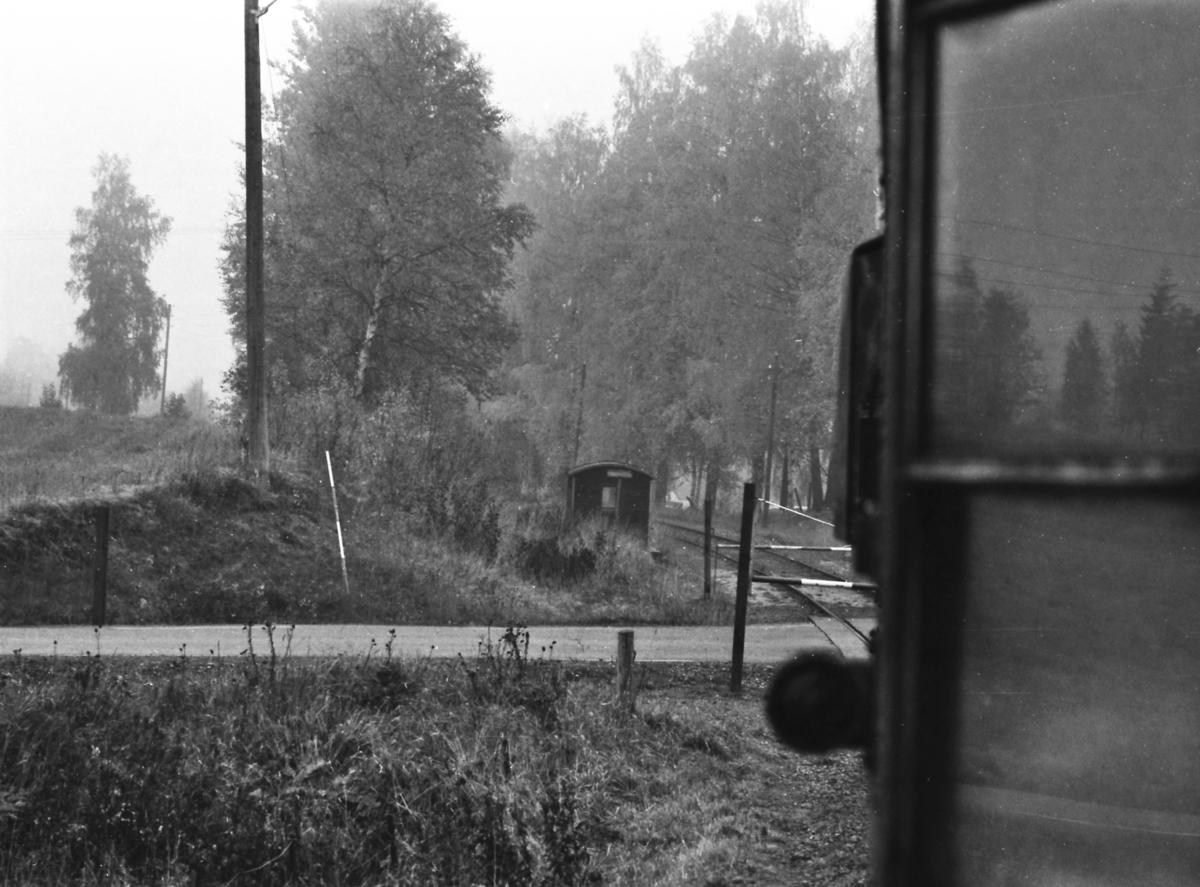 Ekstratog nærmer seg Narum holdeplass og plo på Skreiabanen.