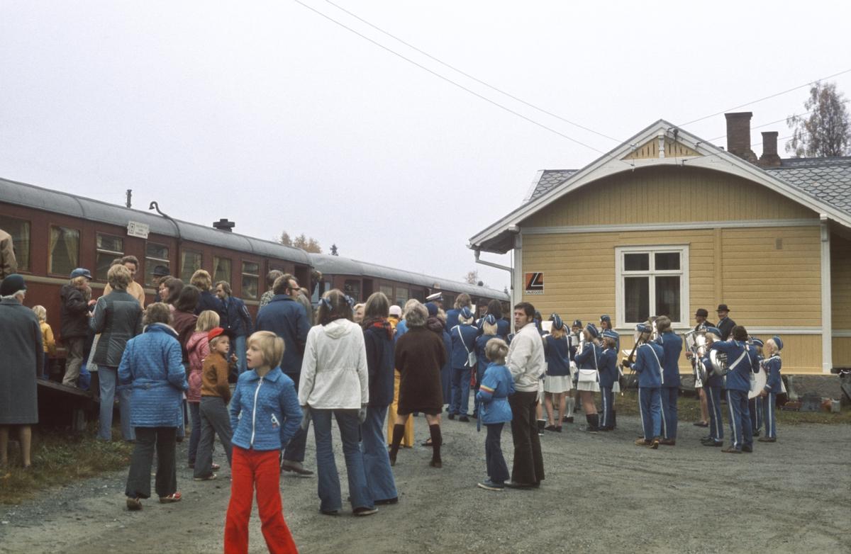 Ekstratog til Skreia på Bøverbru stasjon.