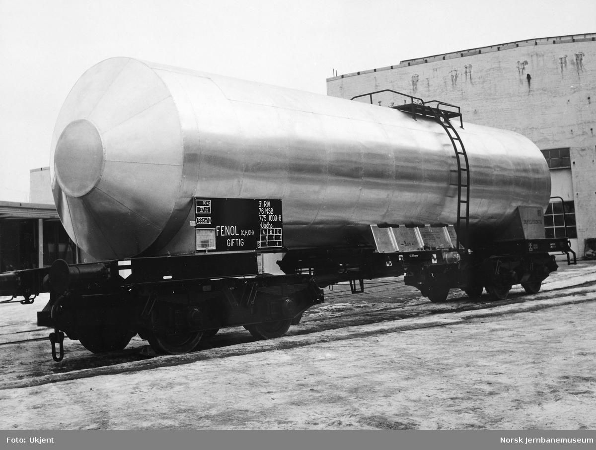 Nybygd tankvogn for fenol, litra Uadhs nr. 775 1000