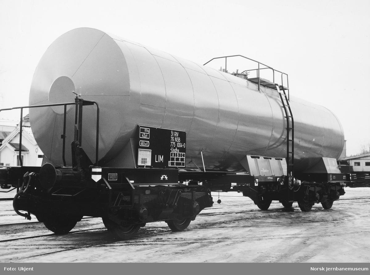 Nybygd tankvogn for lim, litra Uadhs nr. 775 1004