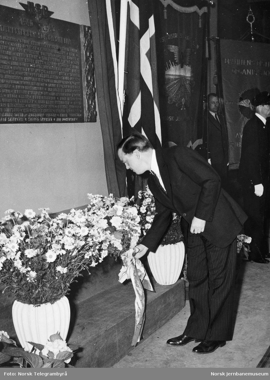 Avduking av minnetavle over falne NSB-ansatte i Oslo distrikt under 2. verdenskrig