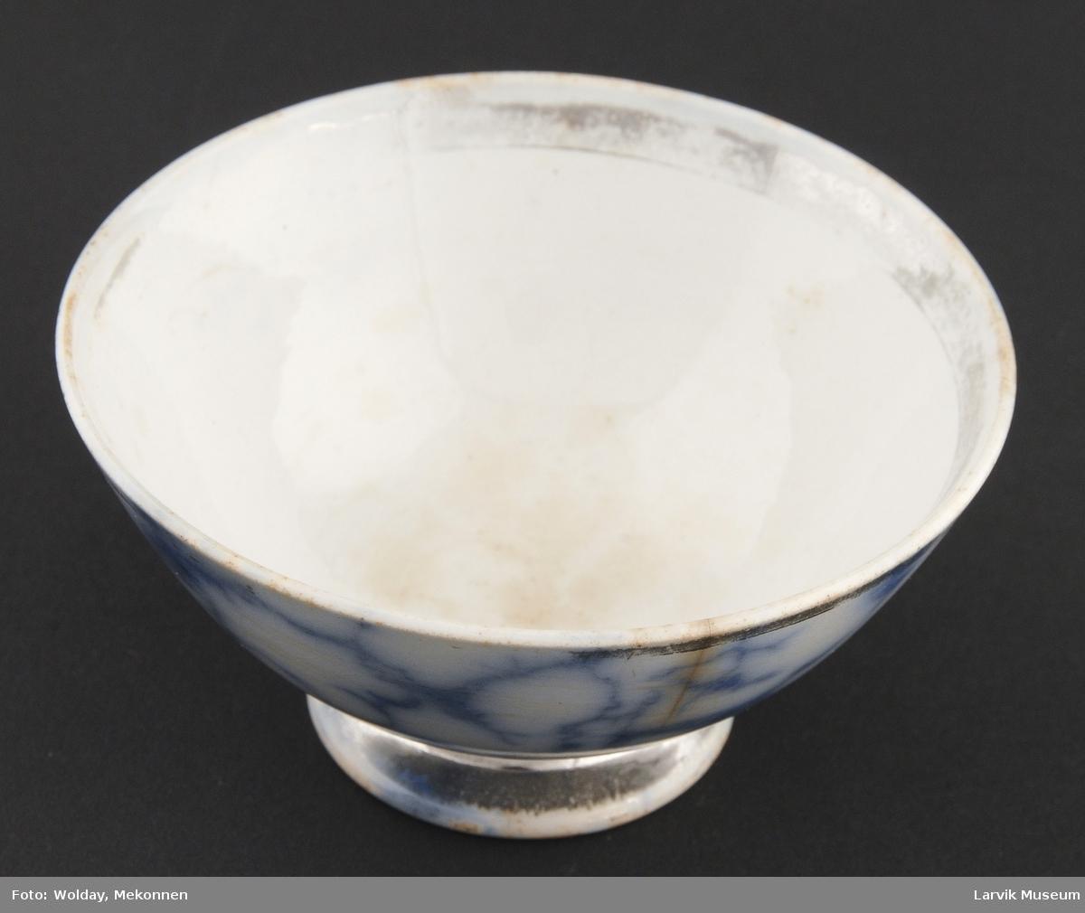 Form: Liten skål.