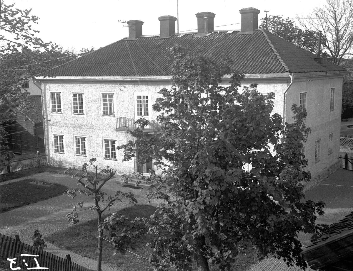 Pedagogin från gamla Västra Långgatan.  Fotograf: Ellert Johan Viktor Sörman.  Fotokopia finns.