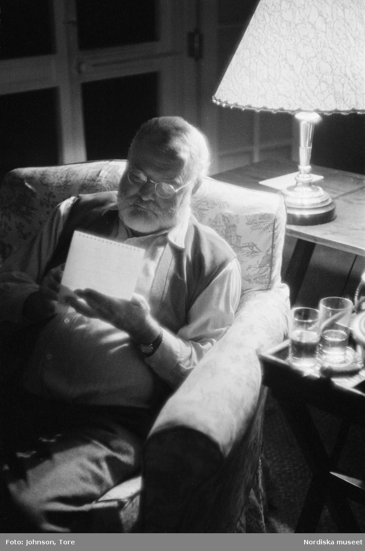 Ernest Hemingway, amerikansk föfattare (1899-1961) i sitt hem på Kuba