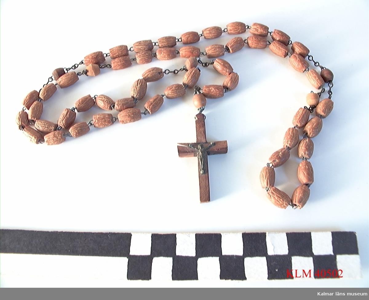 KLM 40502 Radband, trä, metall. Med ett krucifix.
