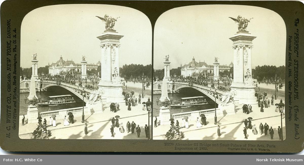 Verdensutstillingen i Paris, 1900, utstillingsområde med bro over Seinen