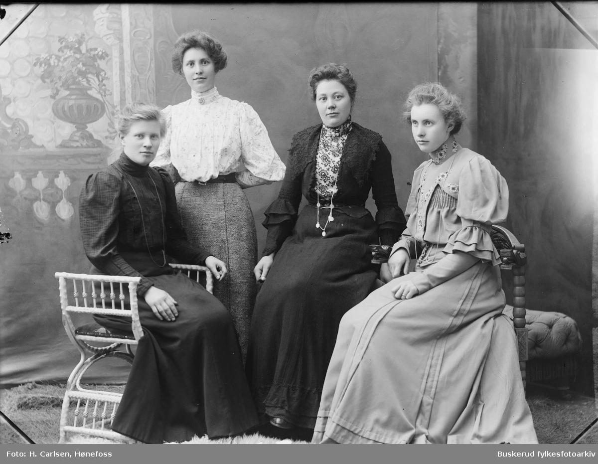 fire kvinner gruppebilde