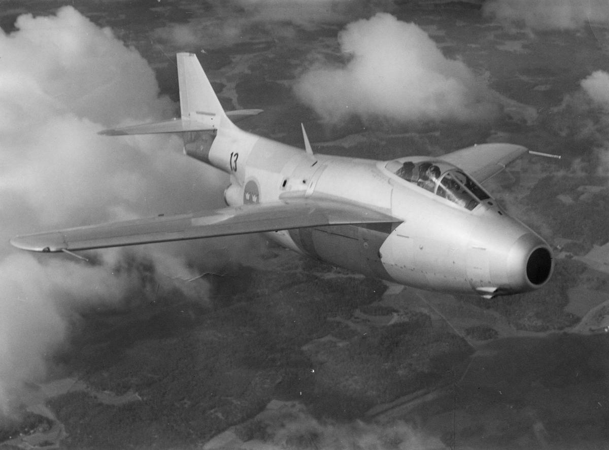 Flygplan J 29 från F 13 Bråvalla flygflottilj i luften.