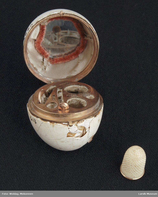 Eggeformet syetui, lokk foret m/silke, speil i lokket