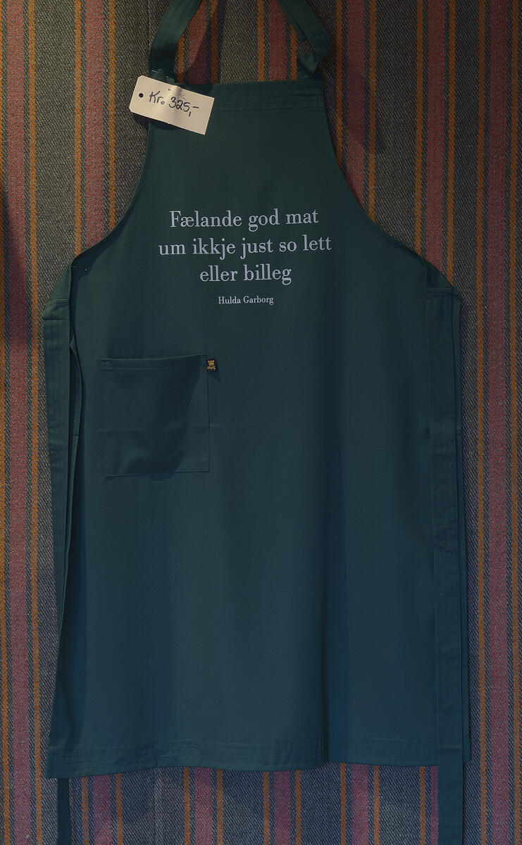 Forkle med sitat av Hulda Garborg kr. 325,- (Foto/Photo)