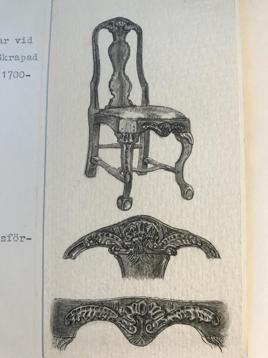Stol med balusterbricka, nagelsnitt och ben med tvärslå. Var vid inköpet målad i en vit försliten färgton. Skrapad och laserad av museet. Sitsen skinnklädd.