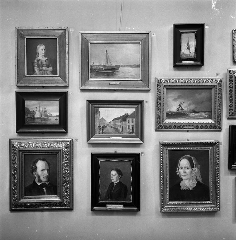 Noen av Amaldus Nielsen malerier fotografert i 1965, mens de hang i St. Olavs plass 5. (Foto/Photo)