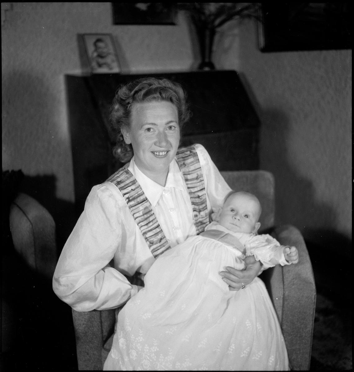 Bilder fra feiringen av dåpen til Sverre Berthelsen.