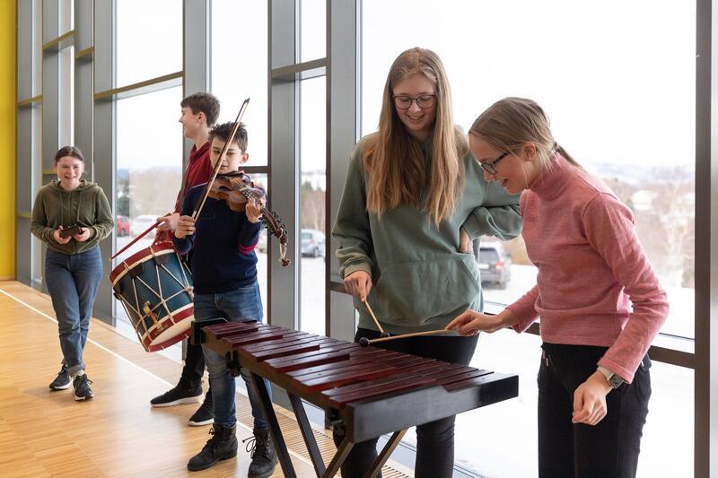 Prøv instrumentene i Musikkhagen! Foto: Vidar Alvik (Foto/Photo)