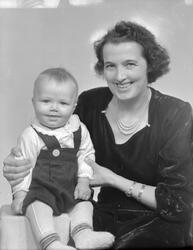 Karen Bjerkan Blix med barn