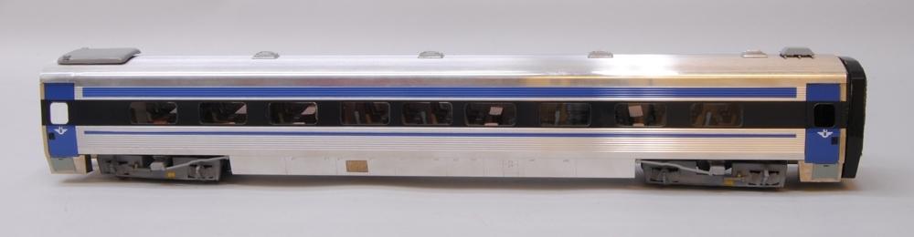 Mellanvagn SJ 2707 UA2 X2000-modell byggd av Göteborgs Modelljärnvägssällskap. Skala 1:45