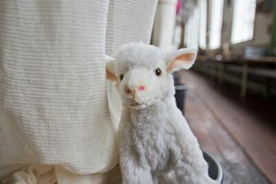 kosedyr-sau, maskoten Bændik på Tekstilindustrimuseet. Foto/Photo