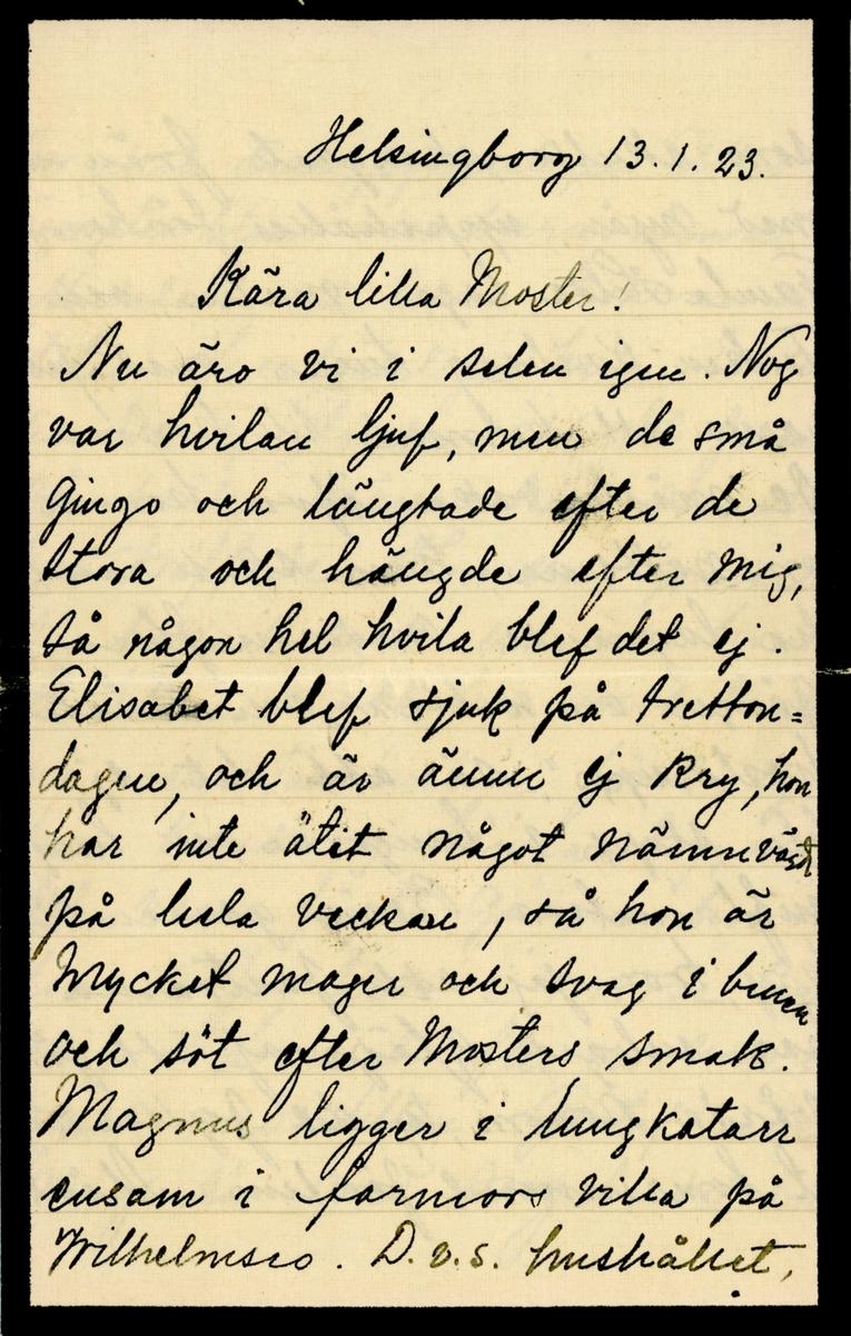 Sorgebrev skrivet 1923-01-13 av Pyrelyr (Ninni) Ramsay till hennes moster Ester Hammarstedt. Brevet består av sex skrivna sidor på två vikta pappersark. Hittades utan kuvert i en anteckningsbok som tillhörde Eater Hammarstedt. Handskrivet i svart bläck.