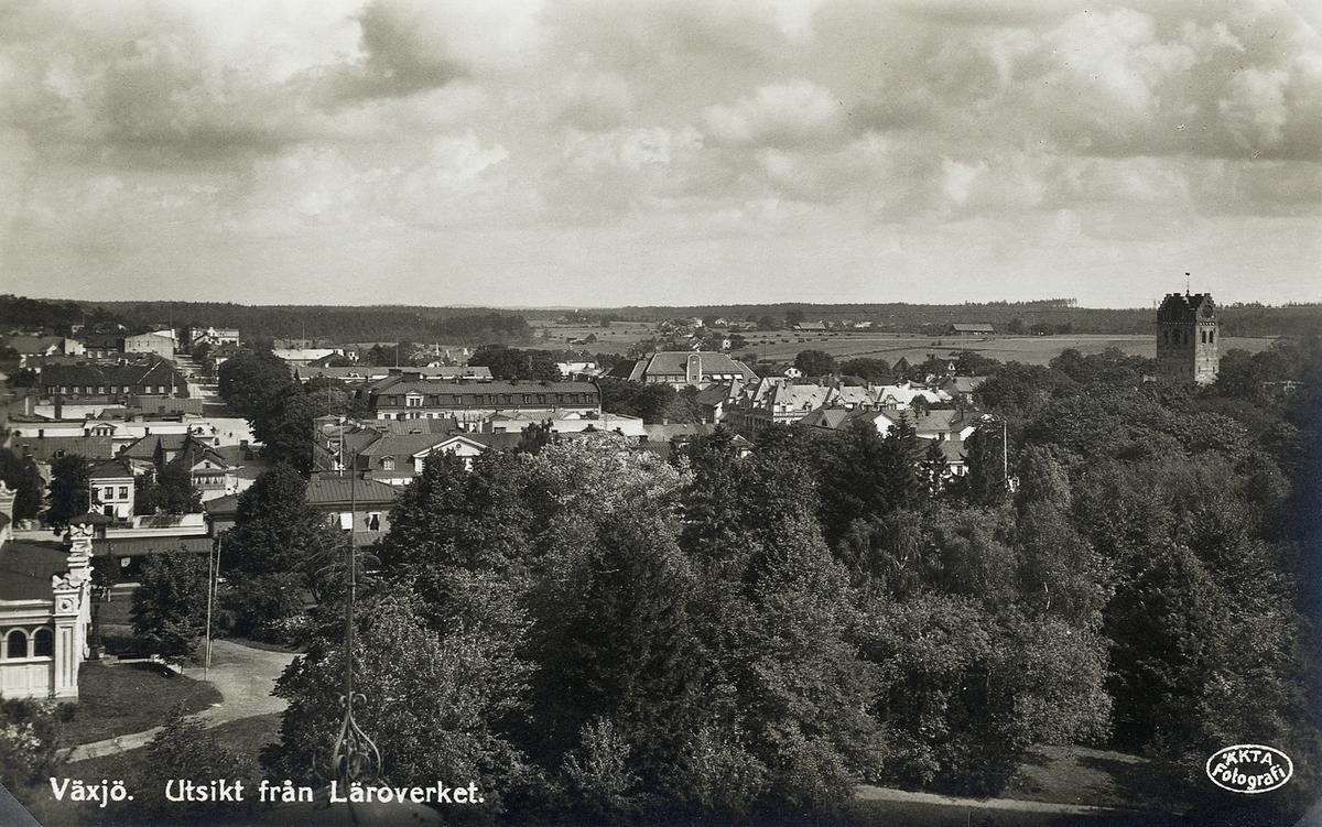 Växjö. Utsikt mot nordost från läroverket, ca 1935.  Vykort.