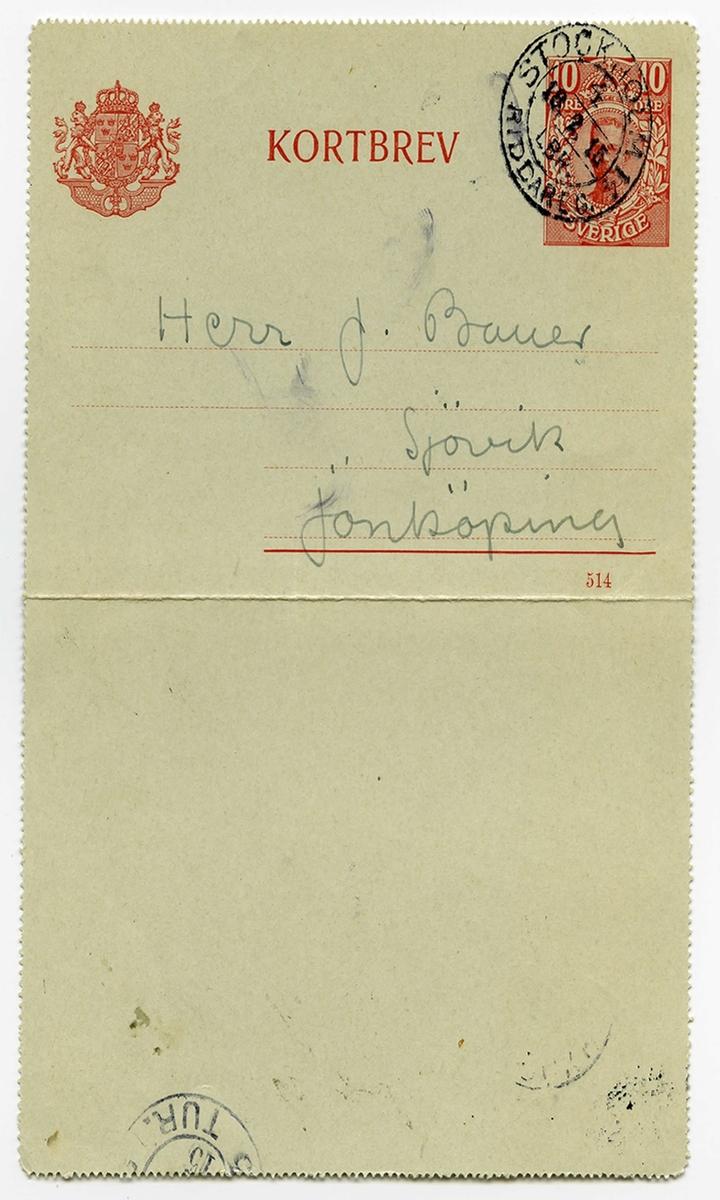 Brevkort 1915-02-13 från John Bauer till Emma, Joseph och Hjalmar Bauer, bestående av tre sidor skrivna på fram- och baksidan av ett vikt pappersark. Huvudsaklig skrift handskriven med blyerts. . BREVAVSKRIFT: . [Sida 1] Stockholm 18 Feb 1915 Snälle Pappa. Det lider ju på tiden för själfdeklarationen och  jag har inte en aning om mina inkomster af aktier. Annars må vi  bra. Skrif lite grand hur ni har det. Hjärtl. häls. John å Ester . [Sida 2] [tryckt text: KORTBREV; rött frimärke SVERIGE 10 öre samt poststämpel STOCKHOLM 18 2 15  RIDDAREG. Under adressfältet 514] Herr J. Bauer Sjövik Jönköping