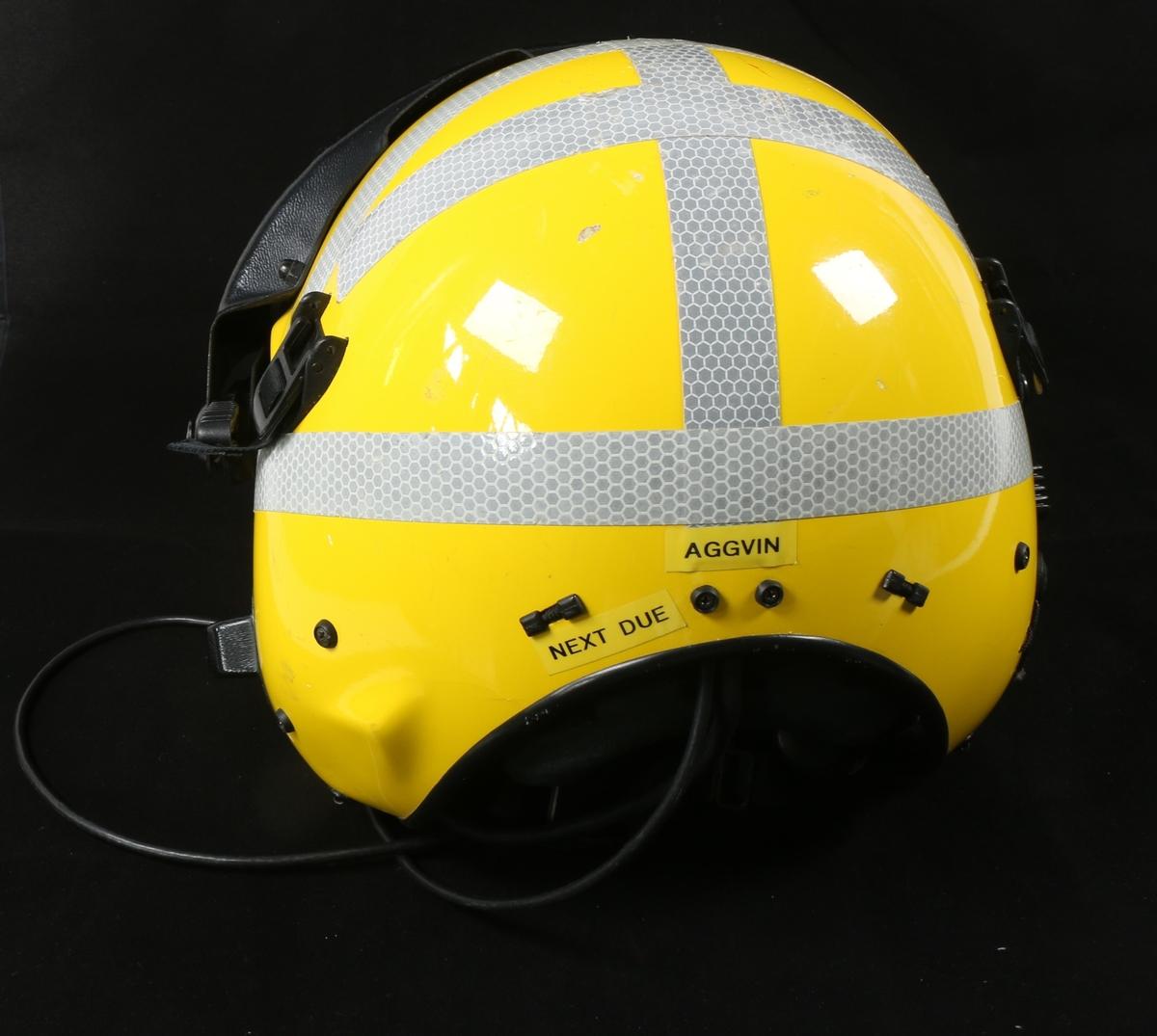 Påført refleks tape og gul maling for synlighet i vann om natten