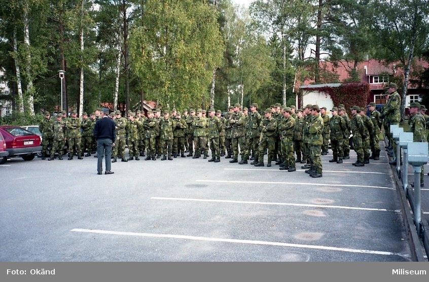 IB 12, fältövning. Befälen på smålandsbrigaden genomgång inför övningsmoment.