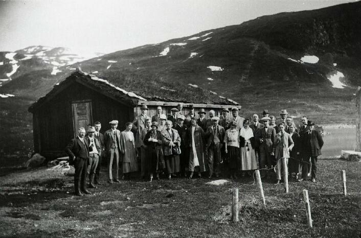 Valdres Turistforening  ved Vinjebua, Vang, Valdres, 1923. Foto: Valdres Folkemuseum. (Foto/Photo)