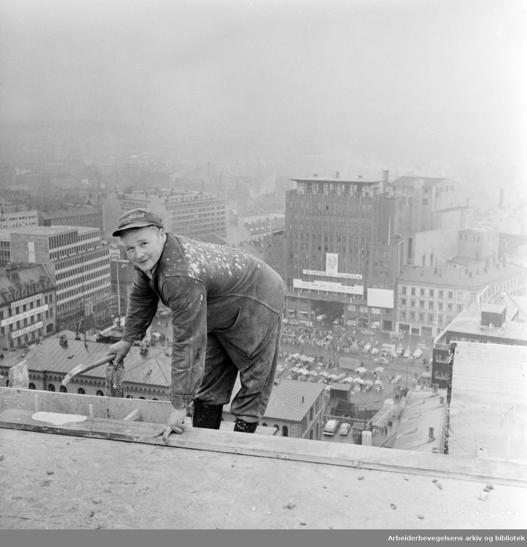 Regjeringskvartalet under bygging. Utsikt over Youngstorget. Oktober 1957