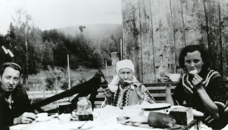 Byfolk på ferie på Olimbsbråten, Jevnaker. Foto: Randsfjordmuseet. (Foto/Photo)