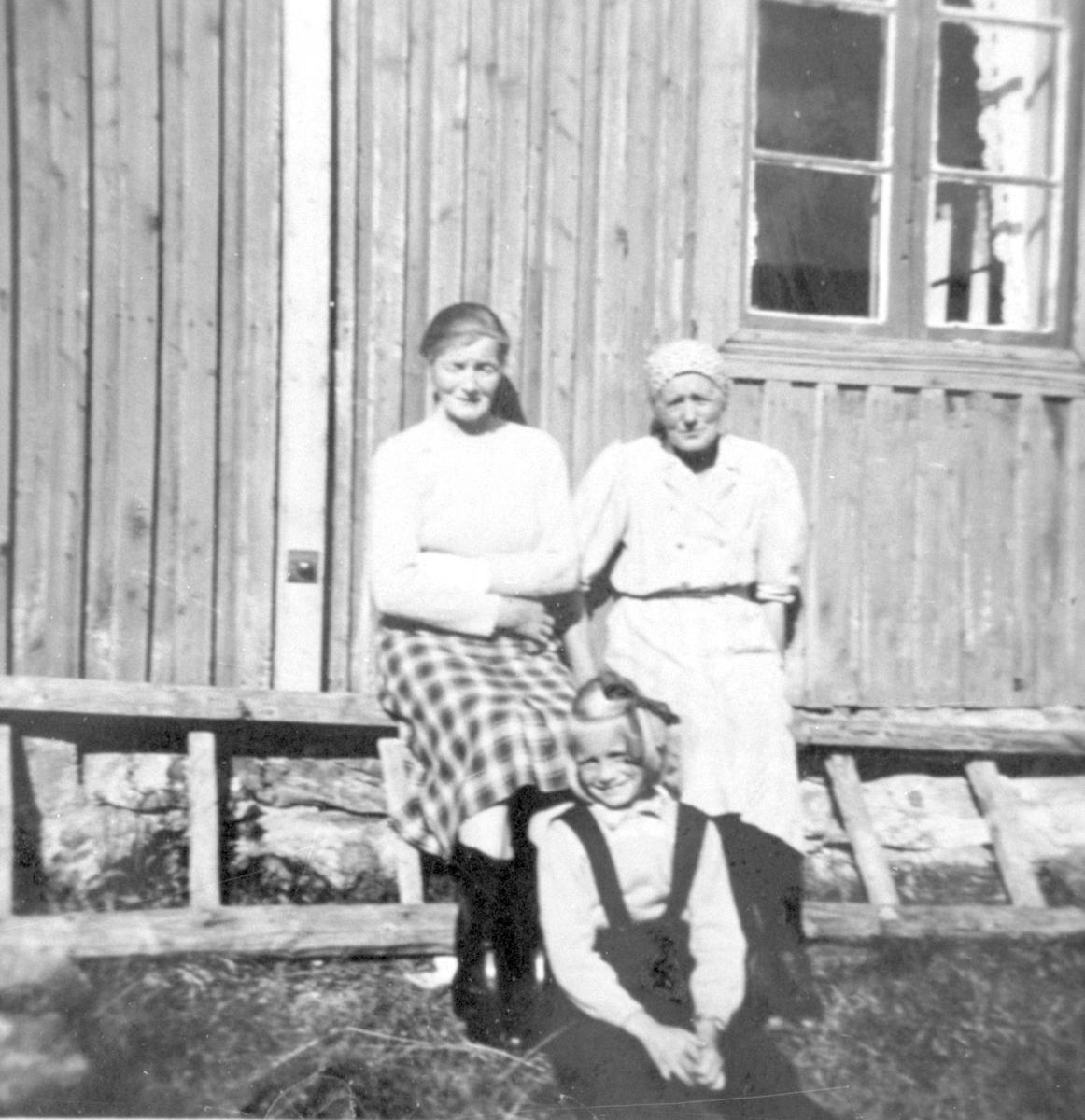 Marit Lykkja, Marit Rudi og Ingrid Øygard.