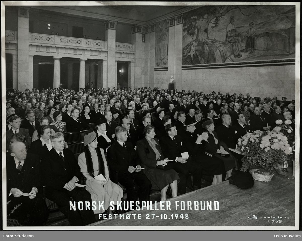 Universitetets Aula, Norsk Skuespillerforbunds 50-årsjubileum, festmøte, tilhørere, menn, kvinner, skuespillere